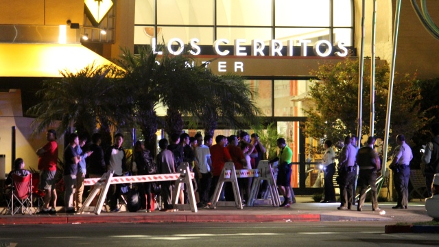 iPhone 6 Eve at Los Cerritos Mall